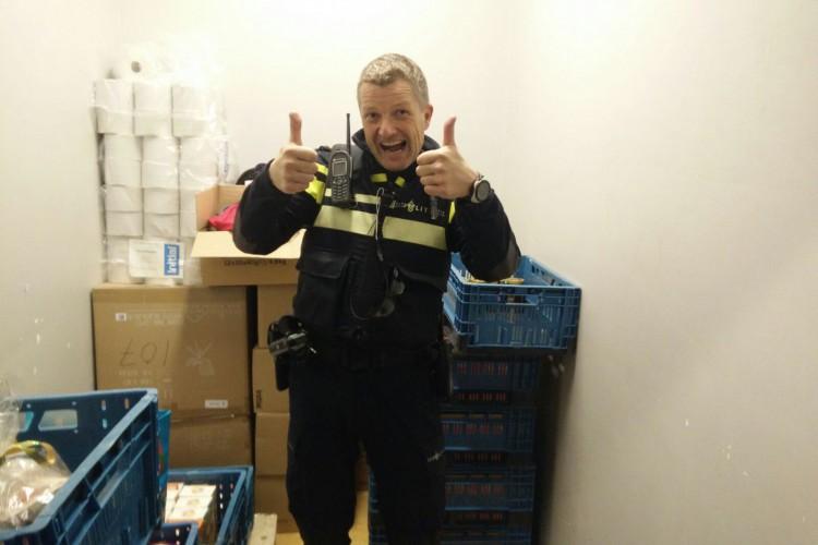 Kerstactie wijkagent Van Dommelen